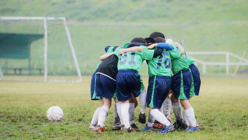 子どもにスポーツをさせることで生まれる効果とは?スポーツを通して得られる4つのメリットを解説!